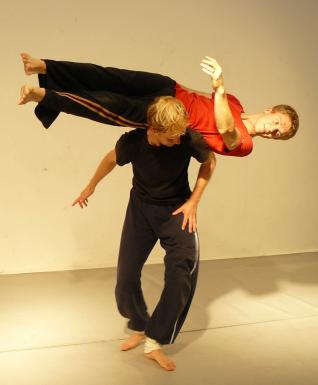 Dancecontact-844x1024